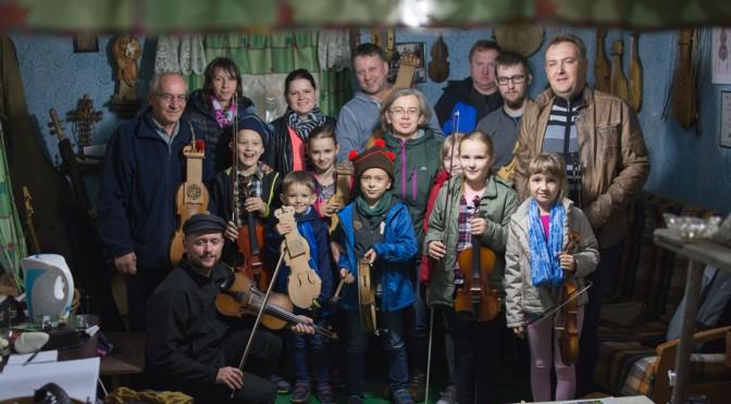 Wizyta w Pracowni Instrumentów Ludowych – fotografie